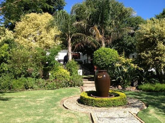 Aan de Oever Guesthouse:                   buiten terras
