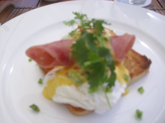 Mia Resort Mui Ne:                   Eggs benidict