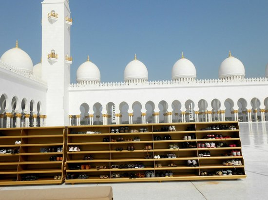 Sheikh Zayed Grand Mosque Center: leave your shoes here