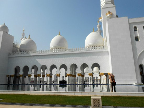 Sheikh  Zayed Mosque: view from side