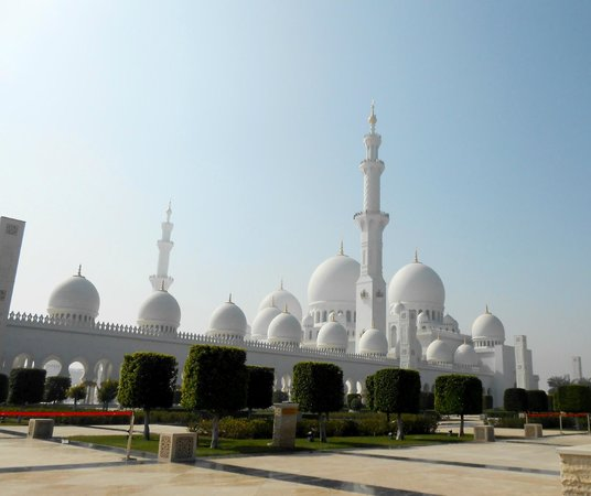 Sheikh Zayed Mosque: from outside