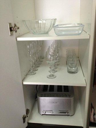 Meriton Suites Campbell Street, Sydney:                   Glassware