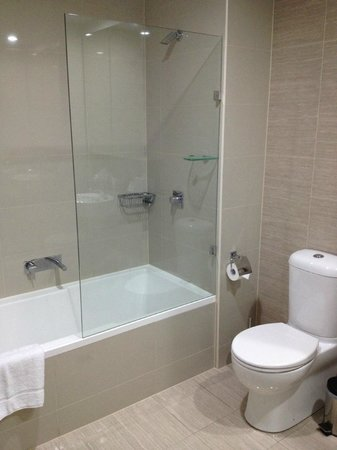 Meriton Serviced Apartments Campbell Street:                   Master Bath
