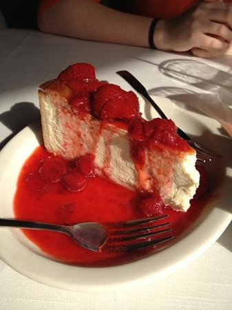 California Dreaming Restaurant & Bar: huge cheese cake