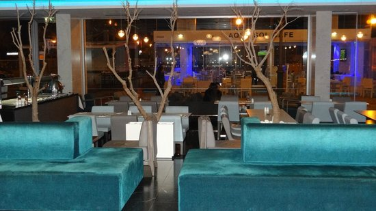 Sun Hall Hotel: Lobby and Restaurant