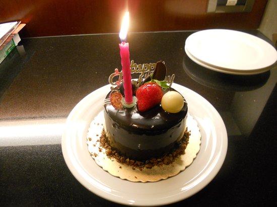 San Want Residences:                   バースデイケーキ