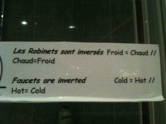 Hotel Rocroy:                   attention ,bien lire avant d'entrer sous la douche...