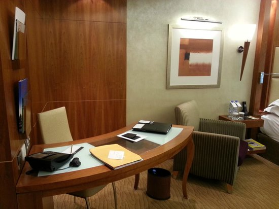 Le Meridien Dubai Hotel & Conference Centre:                   Fully equipped for work.