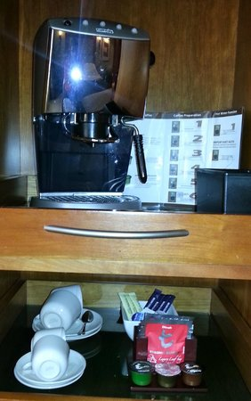 Le Meridien Dubai Hotel & Conference Centre:                   The great coffee machine