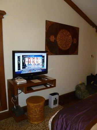 Sawasdee Village: bedroom--free computer/TV combo
