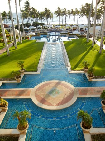 Grand Wailea - A Waldorf Astoria Resort:                   looking toward the beach from hotel