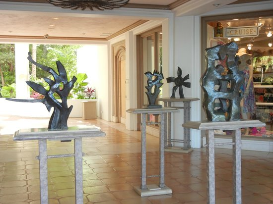 Grand Wailea - A Waldorf Astoria Resort :                   art inside the hotel