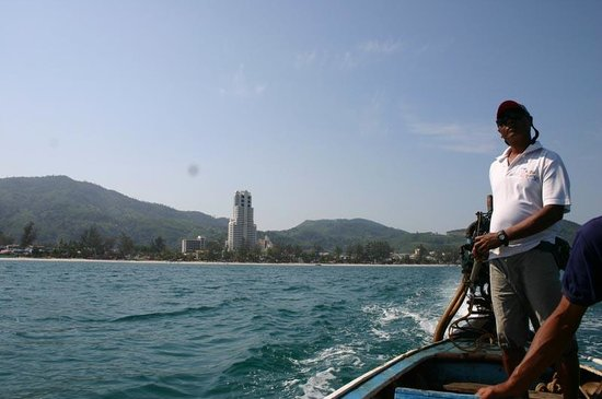 Patong Tower Holiday Rentals:                   plus loin depuis le bateau que nous avons loué.