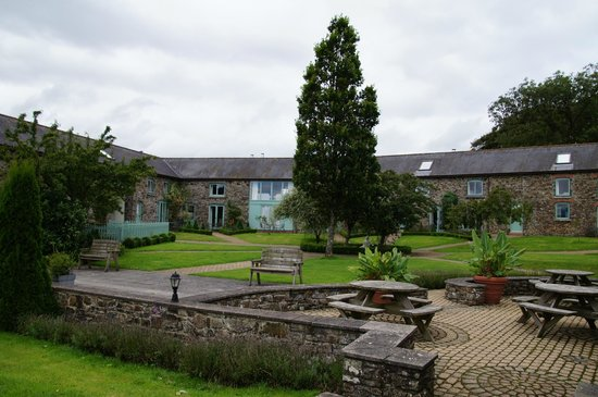 Bealey Court Holiday Cottages:                   Tranquil