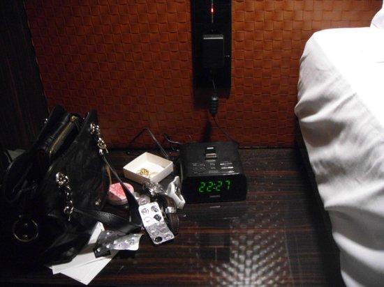 Hotel MANI:                   радио-будильник