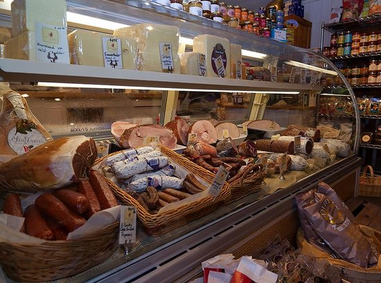 Harvest Market : the deli case