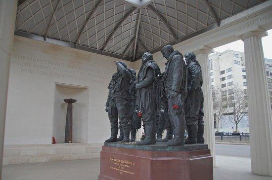 Bomber Command Memorial: Statue
