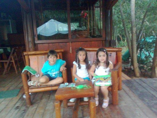 Dunas del Este:                   amiguitos en el frente del salon comedor