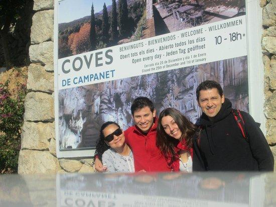 Coves de Campanet:                   En las Cuevas de Campanet con Nanu (mi espo), Chelo y Lucas