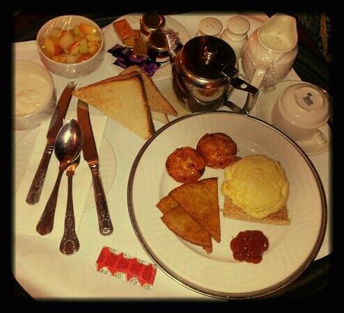 The Landmark Hotel :                                     Scrambled egg and Irish potato bread brekkie!