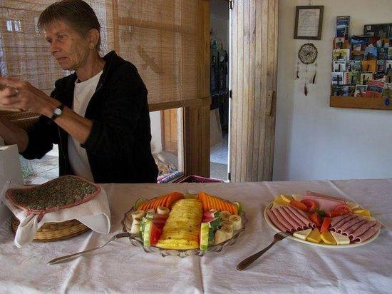 Hotel Berna Tica:                   Frühstück bei Dora.