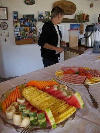 Hotel Berna Tica:                   Frühstück bei Dora