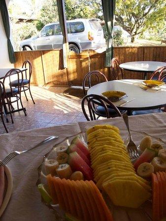 Hotel Berna Tica:                   Speisesaal und Aufenthaltsraum