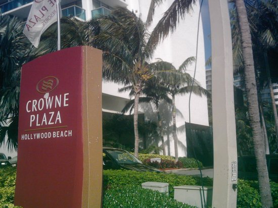 DoubleTree Resort by Hilton Hollywood Beach:                   Front of hotel from A1A