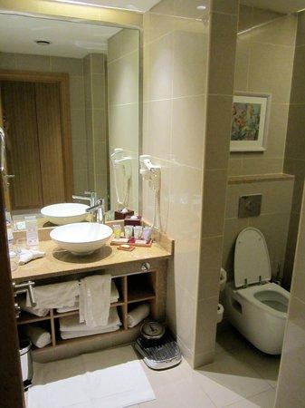 Movenpick Resort & Spa Tala Bay Aqaba :                   Bathroom