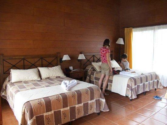Hotel El Silencio del Campo: Grosse Zimmer.