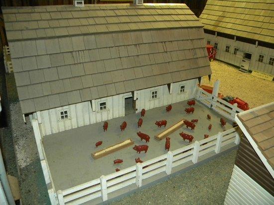 South Amana, Айова:                   Barn Museum