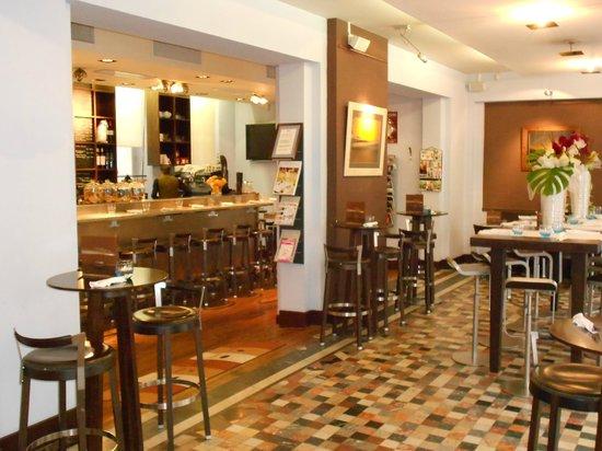 Cafe Cosi : le bar / the Bar