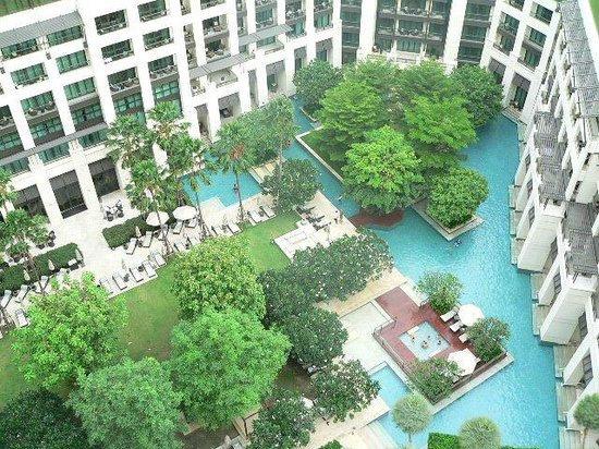 Siam Kempinski Hotel Bangkok:                   Swimming Pool