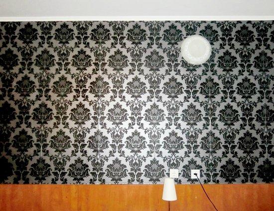 Atlantic Hotel:                   お部屋の壁
