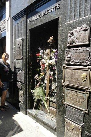"""Buenos Aires Bus:                   """" Familia Duarte """" Eva Peron'un Aile mezarı"""