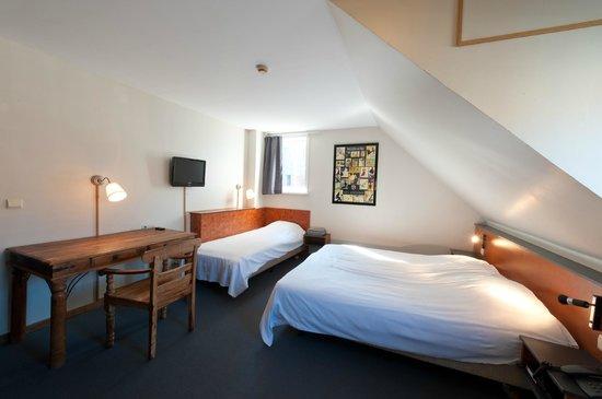 Canalview Hotel Ter Reien : driepersoonskamer met kanaalzicht en bad