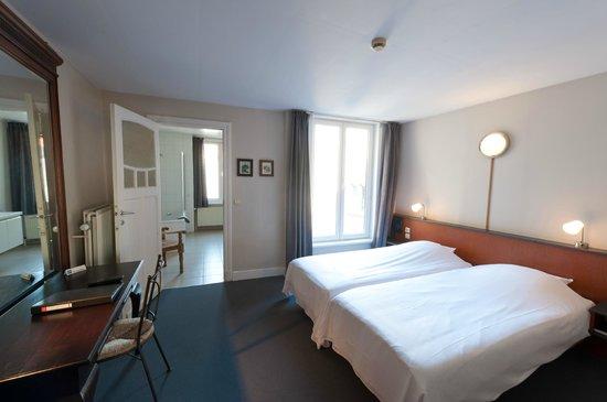 Canalview Hotel Ter Reien: tweepersoonskamer met koerzicht en bad