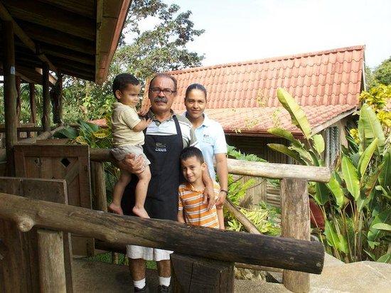 Pedacito de Cielo: Der Chef (Marco) mit Familie.