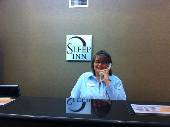 Sleep Inn Tinley Park: Robin did a great job assisting our family
