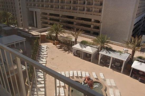 Harrah's Las Vegas:                   More sunbeds on top lounge, with Harrahs waterfall feature