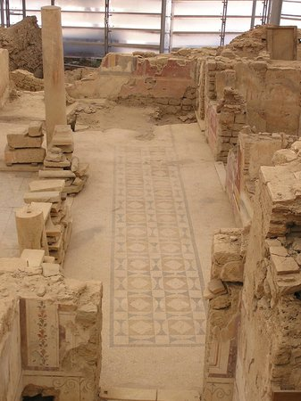 Efes Antik Kenti:                                     Mosaic floor inside terrace houses building