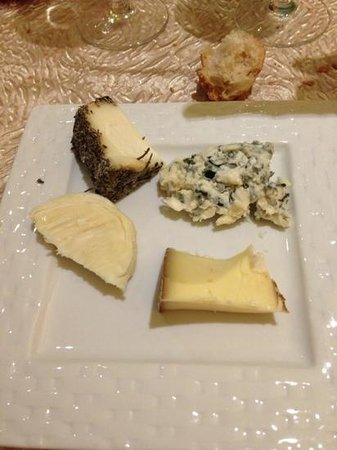 Auberge de la Truffe - Hotel de la Mairie:                   fromages regionaux