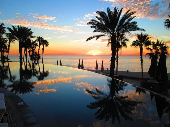 Hilton Los Cabos Beach & Golf Resort:                   along the beash