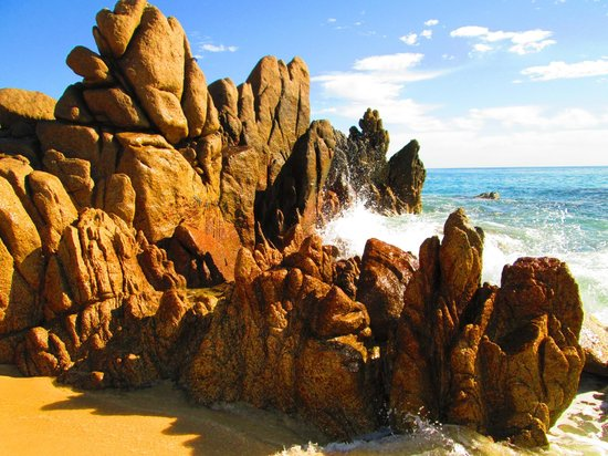 Hilton Los Cabos Beach & Golf Resort:                   along the beach