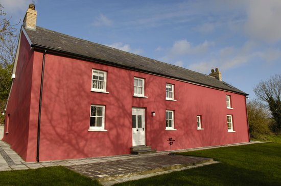Cefnmeurig Cottage: Cefnmeurig is a stone built Welsh longhouse painted a traditional Carmarthenshire red.
