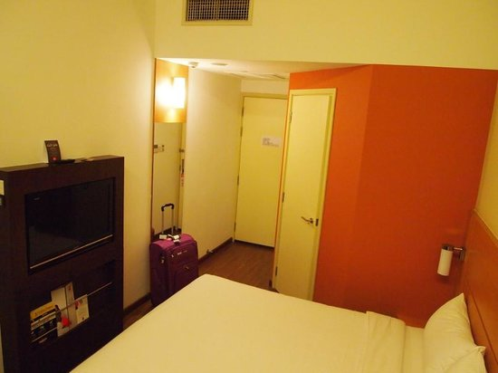 Ibis Singapore Novena:                   Spacious compare to the other ibis