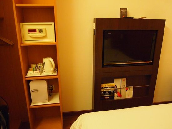 Ibis Singapore Novena:                   Great TV