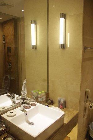 Kingdo Hotel: bathroom
