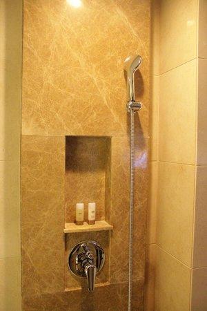 Kingdo Hotel: bathroom with transparent partition