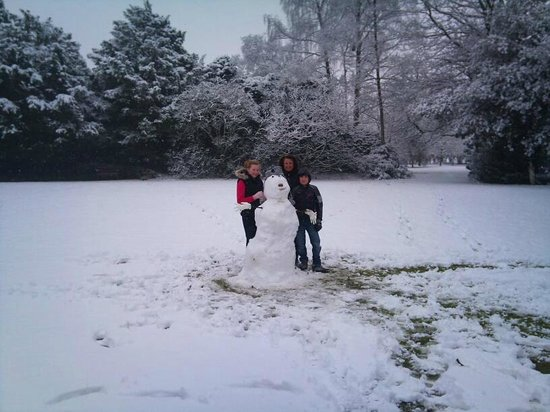 Mere Court Hotel And Conference Centre:                   Our Snowman!!